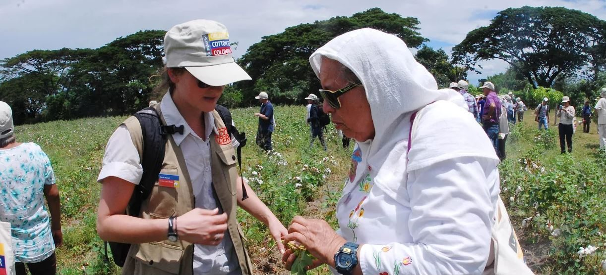 Inspections and discussions at Día de Campo (field day), Espinal, Colombia 2015