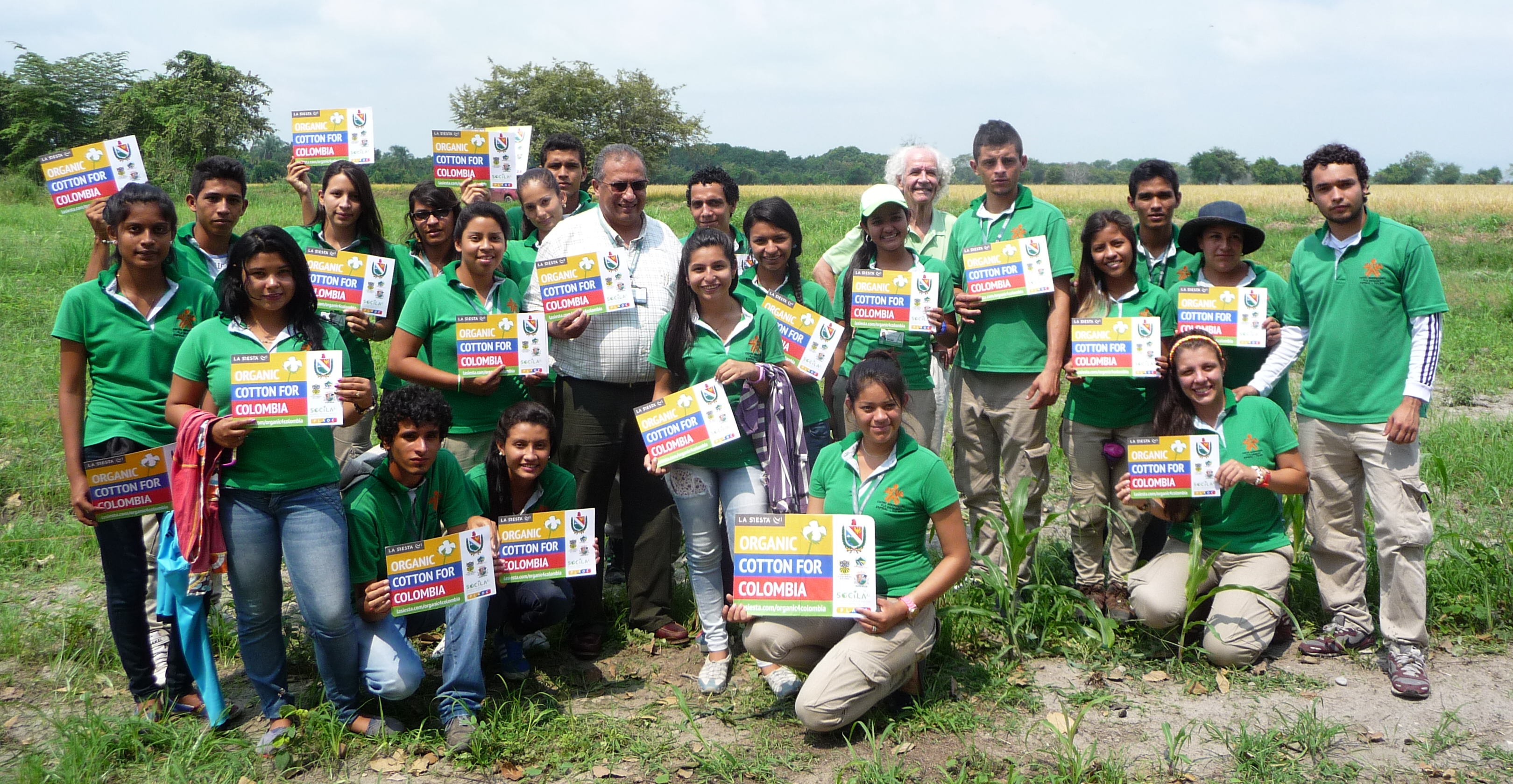 Pedro Eduardo Fontal and SENA apprentices at experimental organic cotton field, Espinal, Colombia