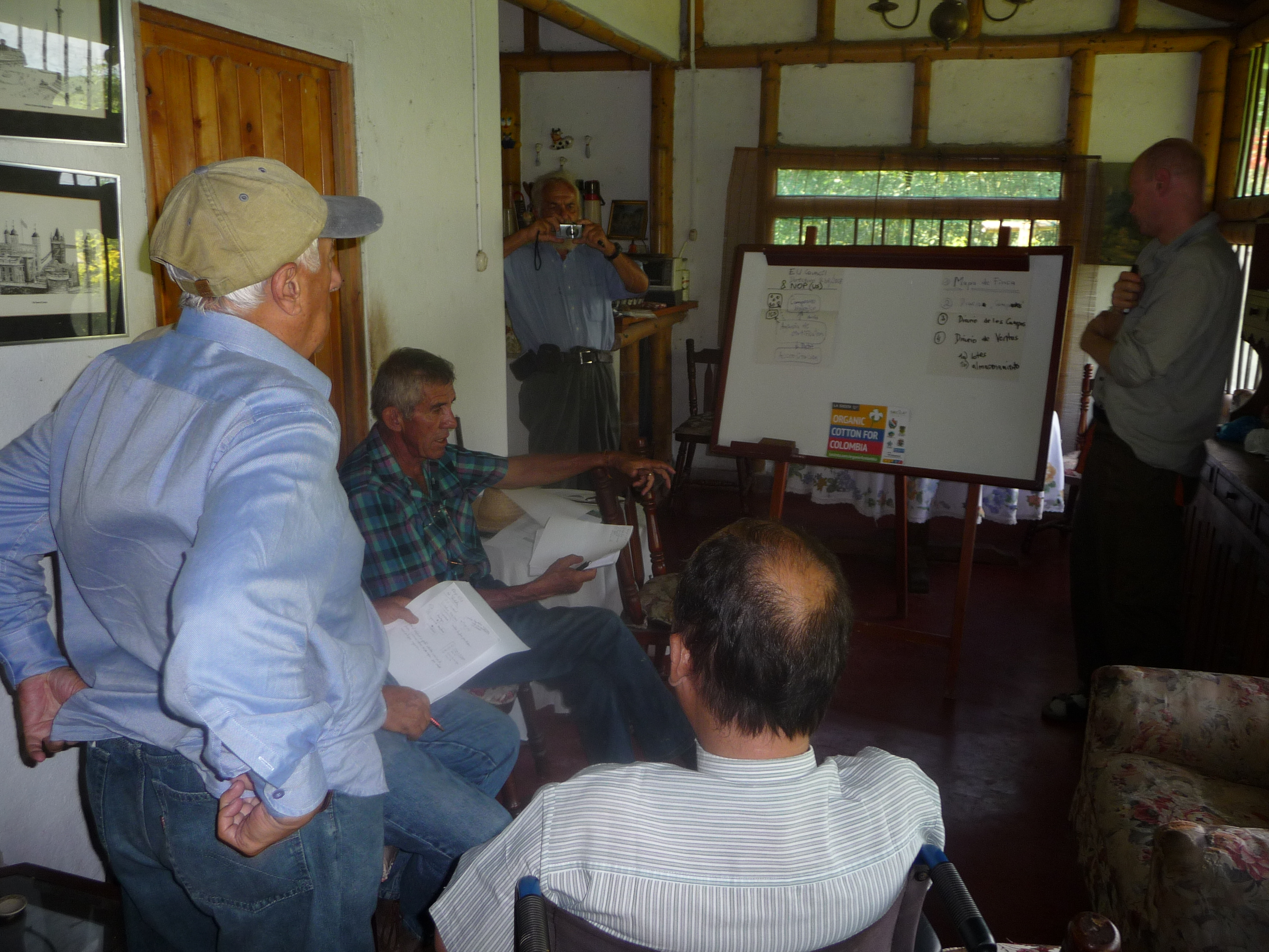 Jens Soth, Helvetas, lecturing farmers in Espinal, Colombia 2015