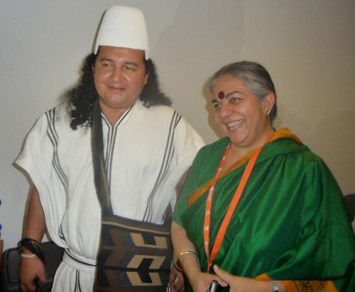 Encuentro con el dirigente Arhuaco José Luis Rosado y Vandana Shiva, Medellín, Colombia 2015